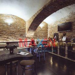 Prenájom: *MAXEN*  Priestor pre GASTRO prevádzku, bar, suterén, 410 m2, vstup z ulice Južná tr., Koš