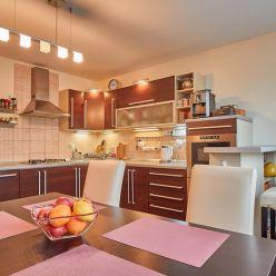 Veľkometrážny 3 izbový byt Kanianka 95 m2 3/3 p.