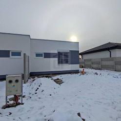 Directreal ponúka 3.-izbový rodinný dom s parkovaním a záhradkou v lukratívnej časti obce Hrubá Borš