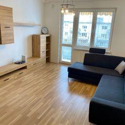 Ponúkame na prenájom 2,5-izbový byt s balkónom po rekonštrukcii v Ružinove, Haburská ulica