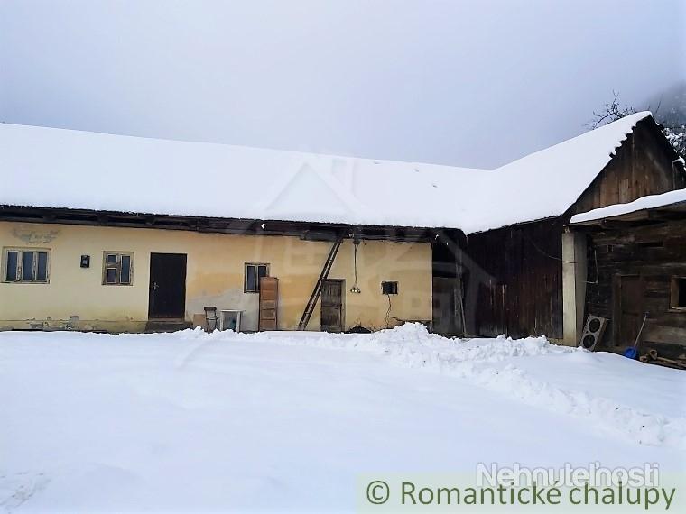 Chalupa v pôvodnom stave v obci Stupné neďaleko horského prostredia Podjavorníkov