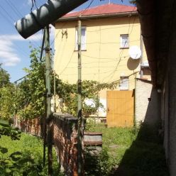 Exkluzívne na predaj útulný dvojpodlažný rodinný dom 120 m2, pozemok 810 m2, Levice