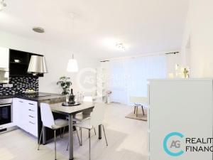 AG REALITY I -  REZERVOVANÝ - krásny 3-izbový byt s predzáhradkou v Hviezdnom bývaní