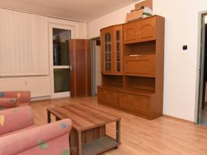 Na prenájom 4 izbový byt (štvorizbový), Bratislava - Dúbravka