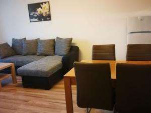 TRNAVA REALITY, s.r.o. ponúka na prenájom 2 - izbový byt na ulici Teodora Tekela v Trnave.