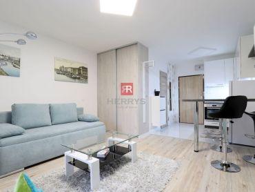 HERRYS - na prenájom ešte neobývaný 1-izbový byt s balkónom v Starom Meste