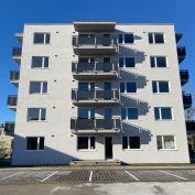 1-IZBOVÝ BYT s priestranným balkónom v BD Kúty