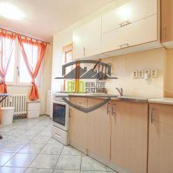 Čiastočne  prerobený 3i. byt  v centre mesta s krásnym výhľadom !!