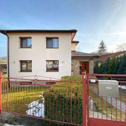 Zrekonštruovaný dom  s veľkým pozemkom v Obci Podhorie