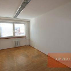 Na prenájom kancelária 16 m2, priamo v meste Galanta, 145 € / mesiac