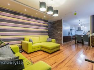 REZERVOVANÝ - Predaj 3 izb. bytu v novostavbe, s vlastným kúrením, 2 x loggia, podiel na priľahlom p