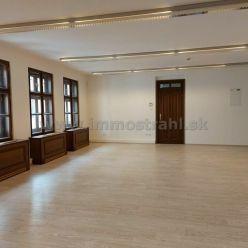 Príjemný administratívny priestor 114 m2 na prenájom v objekte na Hviezdoslavovom námestí.