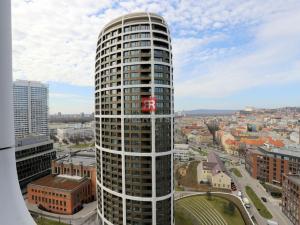 HERRYS - na prenájom 2 izbový byt v Skyparku s výhľadom na hrad