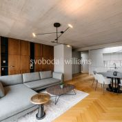 Strešný 4-izbový byt vo vysokom štandarde s terasou v historickom centre Trnavy