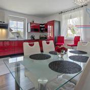P R E D A J  - dvojpodlažný 4-izbový rodinný dom - Rovinka