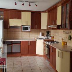Ponúkame na predaj pekný tehlový 2izbový byt o rozlohe 53m2 v Trenčíne , čast Sihoť I.