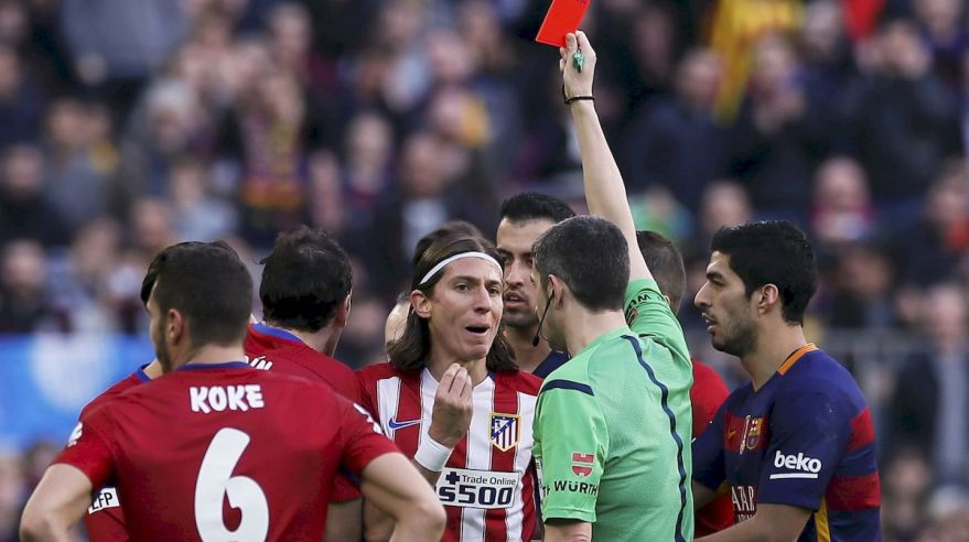 Filipe Luis Atletico Madrid cervena karta feb16 Reuters